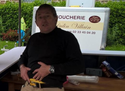 Didier  et en arrière plan le trophée de la saucisse (on a eu peur !)